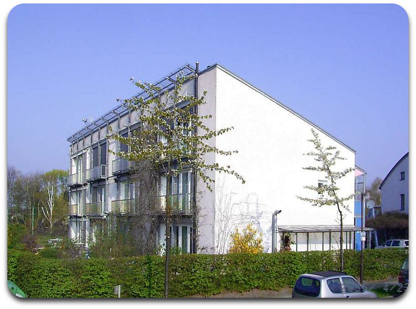 Passivhaus_Kranichstein_Suedseite.png
